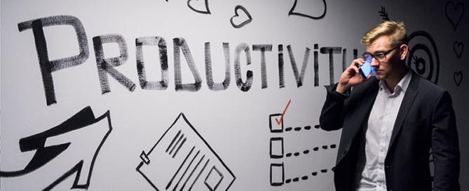 man voor tekst productiviteit voor artikel tijd te kort van bureau stroom