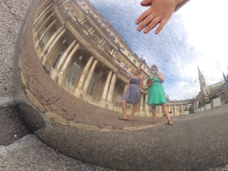 Inge Delphine en Luca op het mooiste plein van de wereld in Nancy voor het artikel denk groot