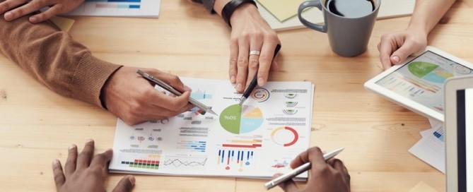 strategie en plan maken voor je business foto met mensen die plannen