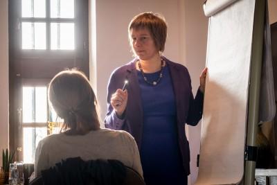 Inge Ketels tijdens Stroomversneller Event voor artikel veerkrachtige mindset en businesscoaching